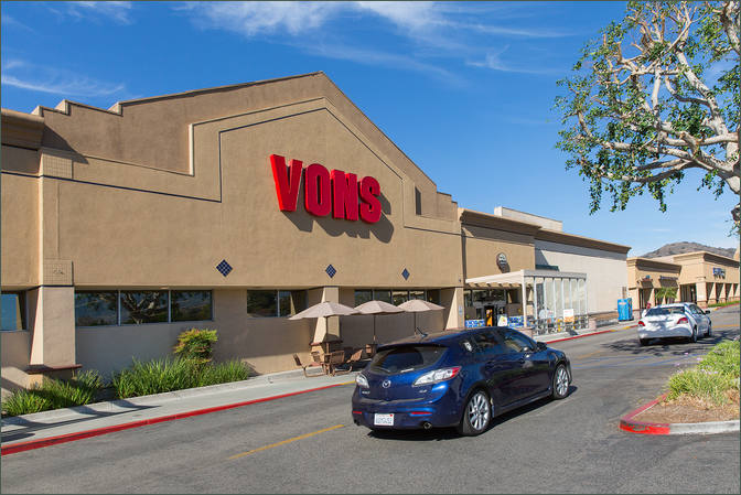 Commercial Retail Property - Santa Paula Center California with Grocer Vons