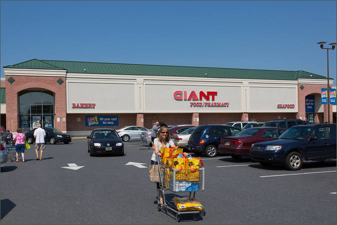 Lehigh Shopping Center Space for Lease with Giant Supermarket - Bethlehem
