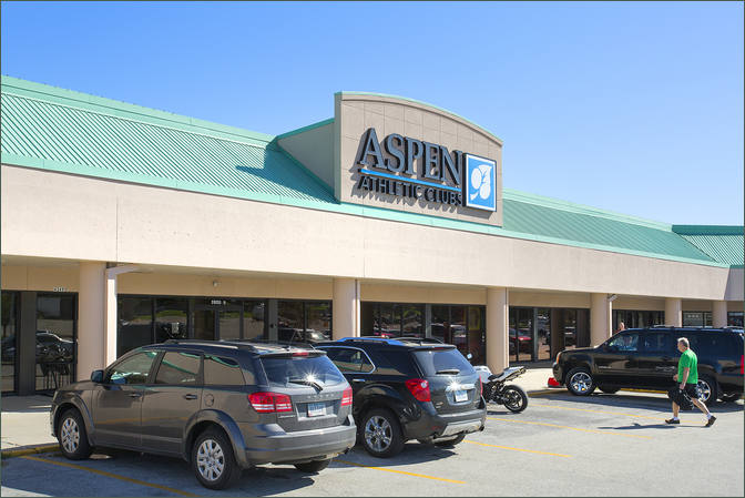 Shopping Center Space for Lease Des Moines Iowa - Haymarket Square