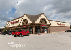 Retail Space for Lease Next to Walgreens – Pearland Plaza TX