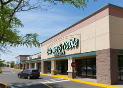 Rent Commercial Real Estate Next to Barns & Noble – North Haven Crossing CT – New Haven County