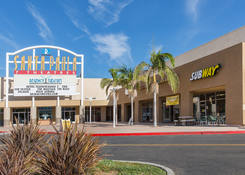 Store fronts for rent - Santa Paula Center California