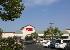 Restaurant Space for Lease With Parking -Felicita Plaza with Grocer Vons