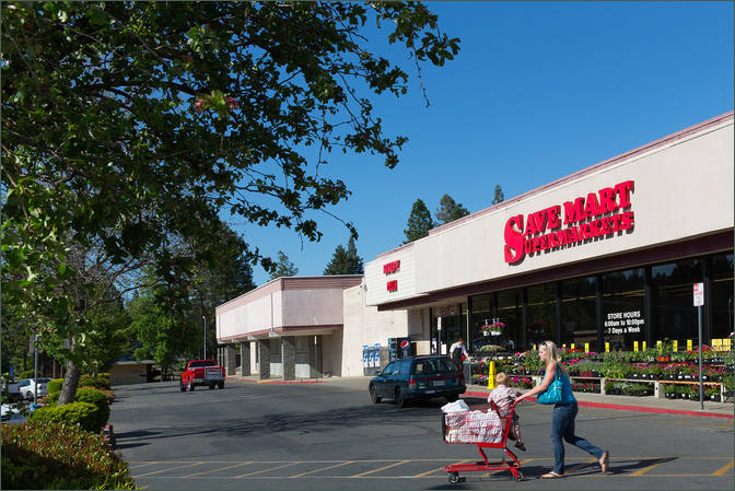 Find Retail Space next to Grocer - Paradise Plaza CA