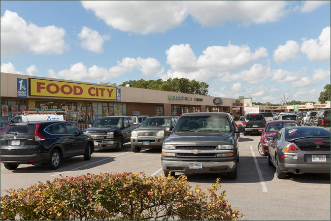 Daycare Space for Lease Houston TX Next to Grocer - Northwood Plaza